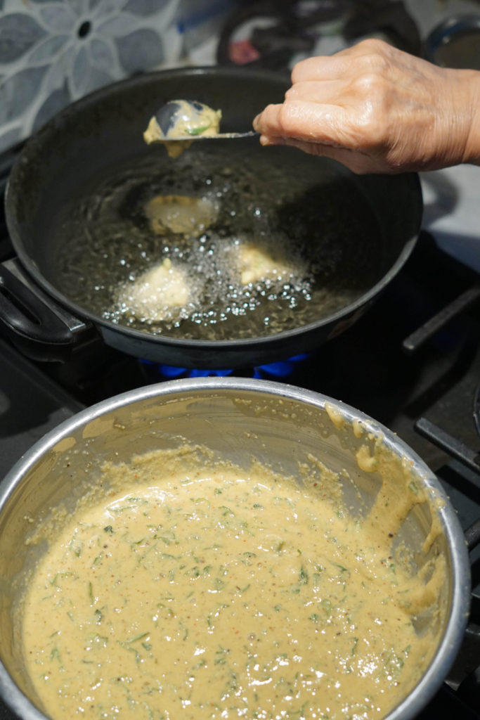 methi na gota frying