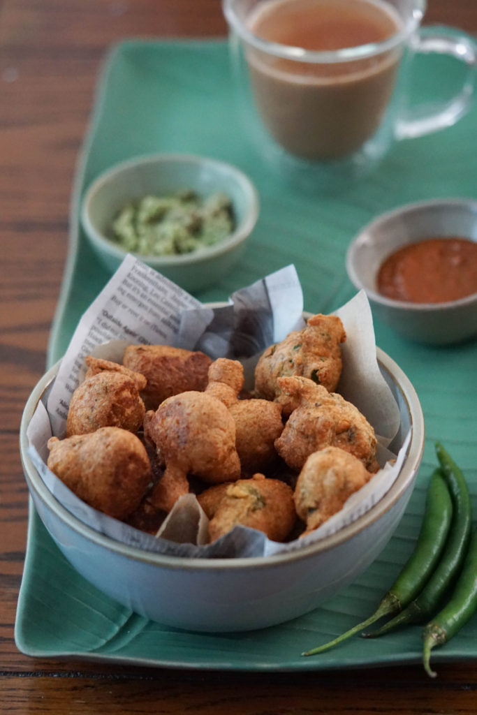 methi na gota pakora with chutney and chai
