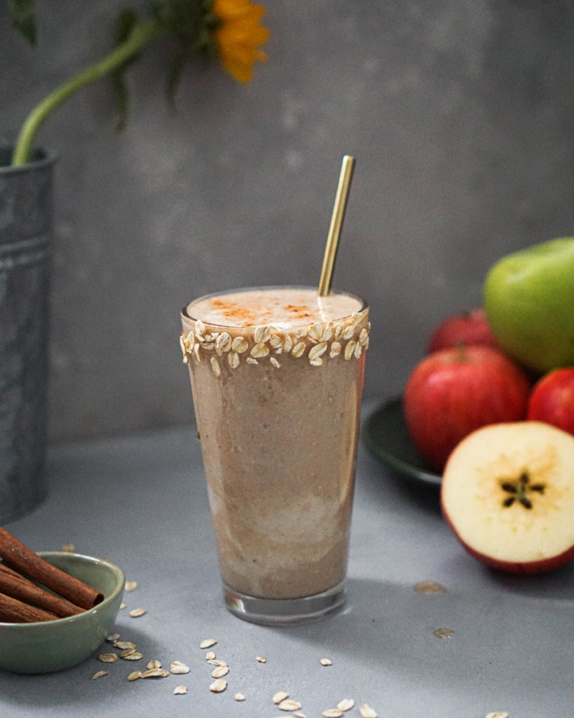 apple pie smoothie in a glass