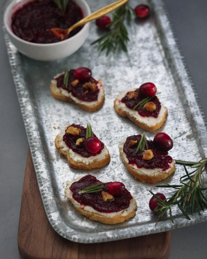 goat cheese crostini with cranberry chutney